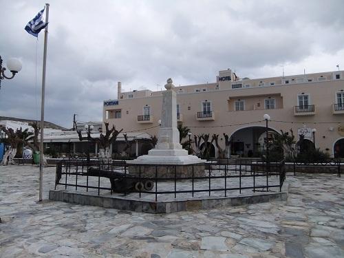 ミロス_アダマスの広場