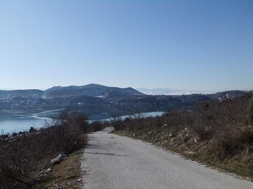 カストリア_山道を進む (3)