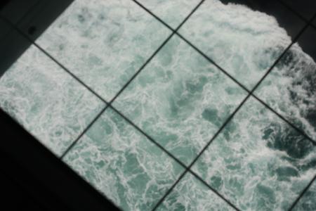 床から海が