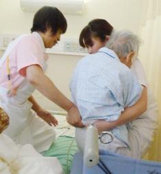患者 ベッド 看護 ケア 移乗 車いす