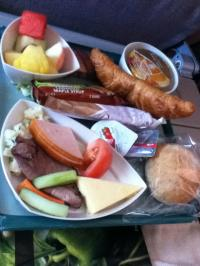 ドバイパリ機内食2