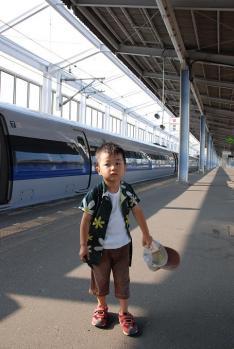 新幹線に乗って待ち合わせ場所に駆けつけるのだ!
