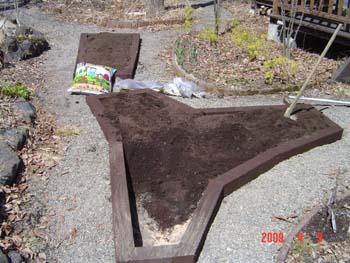 花壇4黒土入
