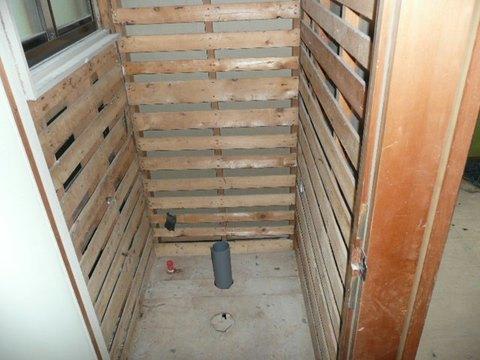 トイレ撤去 壁の解体