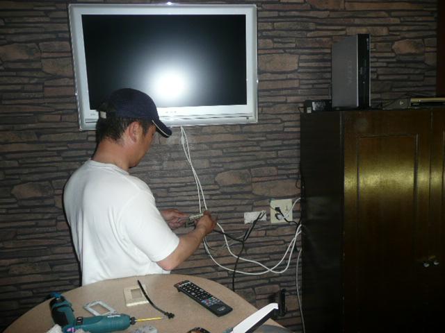 壁掛けテレビの設置