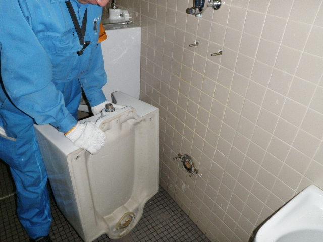 テナントの小便器が詰ったら高圧洗浄 神戸市
