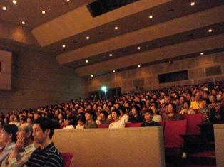 6.満席の会場