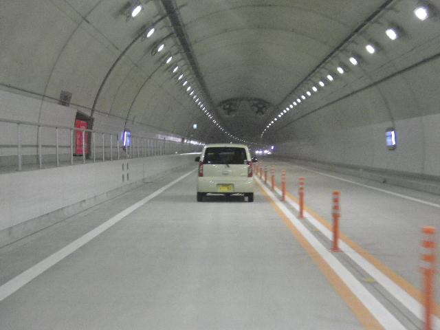 真新しいトンネル
