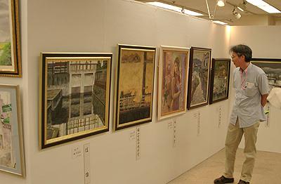 福山美術協会公募展の様子