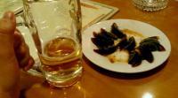 青島ではない生ビールとピータン