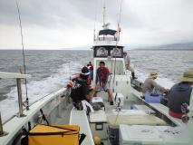 大漁話に花が咲く帰港中の船内