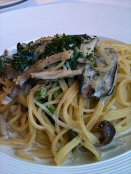 牡蠣とキノコのクリームパスタ