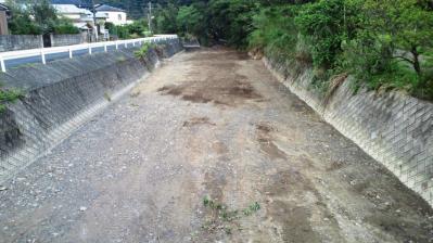 道路になった川1