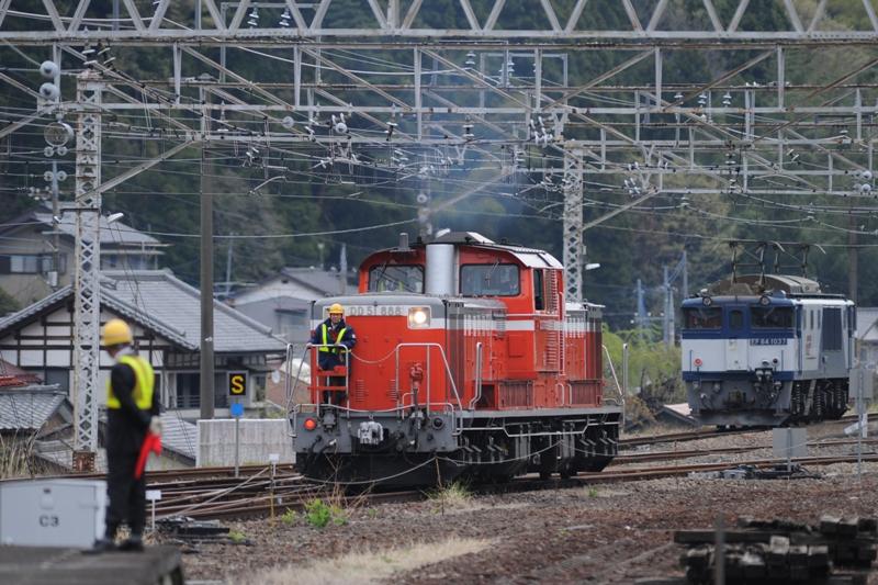 EF64 1037 DD51 888