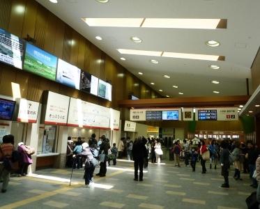 箱根湯本駅改札付近