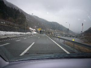 4月の雪 高速
