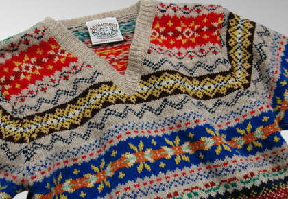 BEAMS別注によるジャミーソンズのフェアアイルセーター。