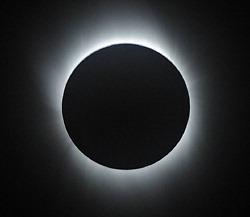20090722皆既日食(毎日新聞より)
