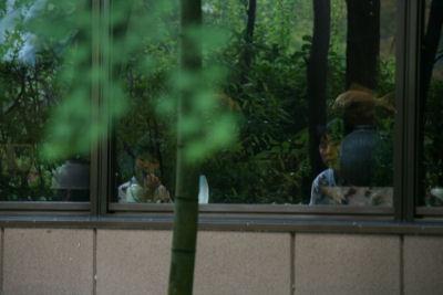 【宿】女二人組食事中