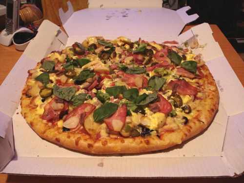 宅配ピザってぼったくりだよね、一枚500円くらいにしろ