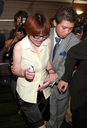 【画像あり】泰葉(47)記者会見 「切腹しろ!介抱してやる!」