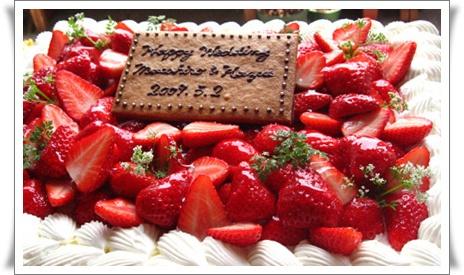 苺いっぱいのウェディングケーキ