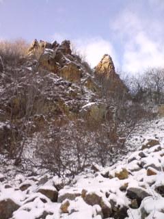 トビラ岩とWバンド