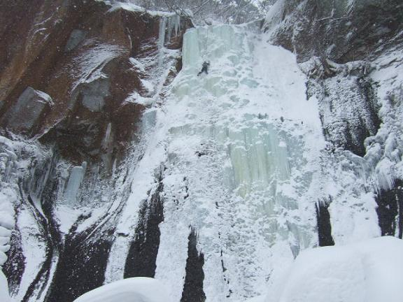 七賢峰の滝全景-1