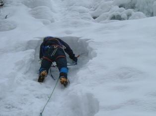 氷掘り出し作業