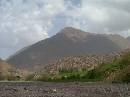 風景と一体化した村