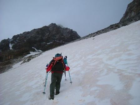 山頂に向かって出発