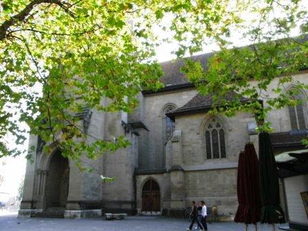広場の教会