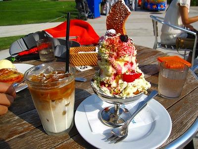 アイスカフェラテとバウムクーヘンパフェっぽもの