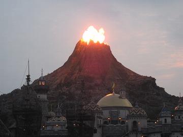 夕方のプロメテウス山噴火!