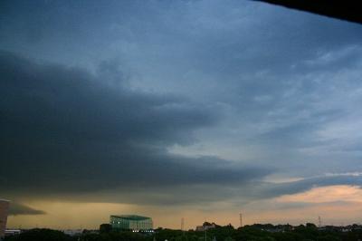 先日の雷雲。ゴロゴロなってる時の写真。