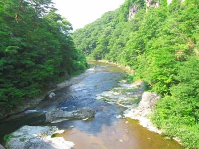 吹割の滝近くの橋から。