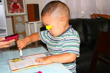 甥っ子も絵を描いてます