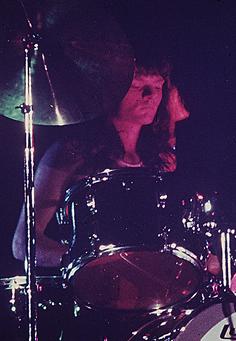 GONG drummer