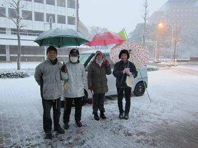 IMG_4467 10 雪の中での会報配付