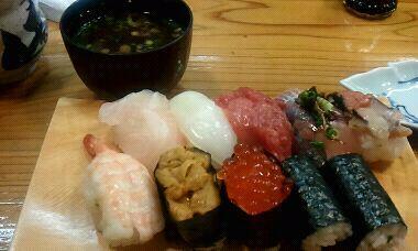 贅沢にお寿司!ぬぁんとっ!サザエ付!!w