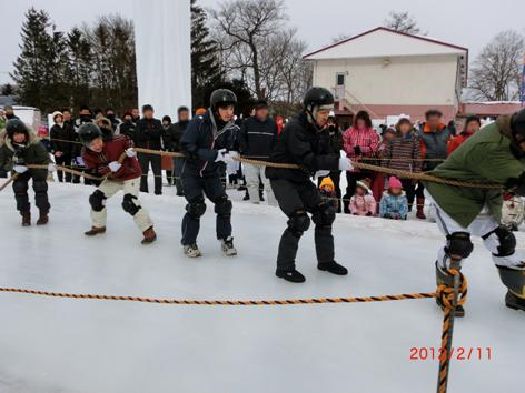 氷上綱引き