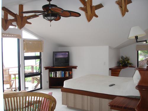 58-1_Puamana_upstairs_master_bedroomsml_20090429174730.jpg
