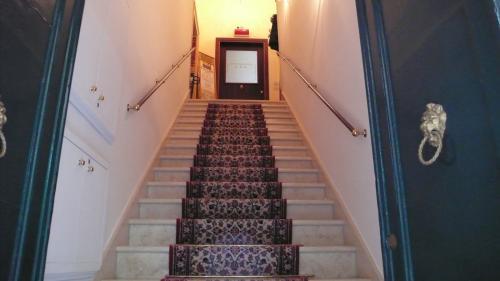ベニスのビルの階段