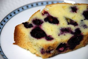 ブルーベリーケーキカット