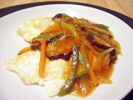 半月卵の野菜チリソース