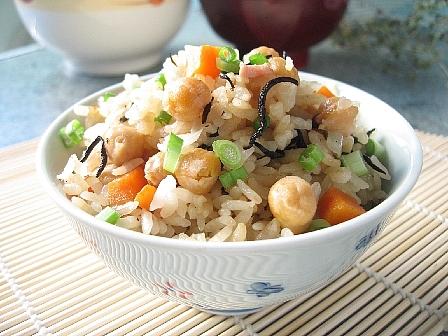 ひよこ豆とひじきの炊き込みご飯