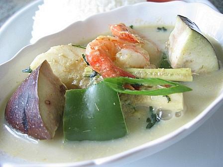 白身とエビの豆乳グリーンカレー
