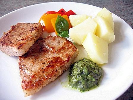 豚肉のオイルマリネ焼きジェノベーズソース