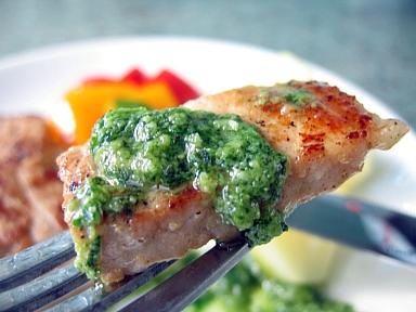 豚肉のオイルマリネ焼きジェノベーズソース添え2