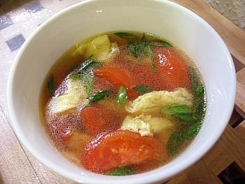鶏と卵とトマトのスープ